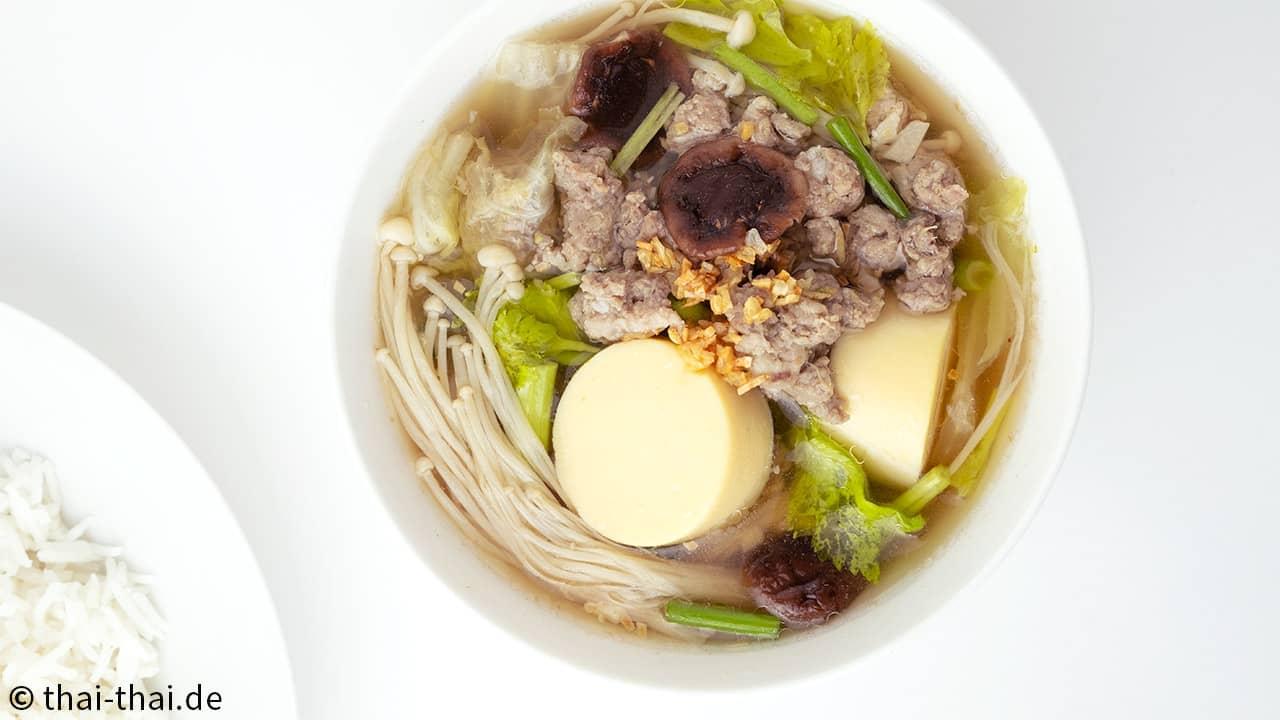 Klare Suppe mit Schwein und Silkentofu